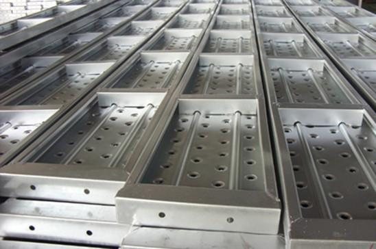 Use of galvanized metal planks in construction industry